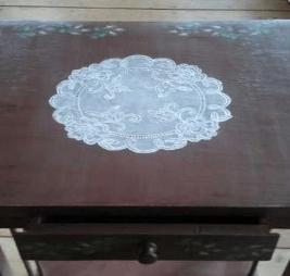 Декорируем старый стол, имитируя кружево-2019-10-22_210928-png.4582