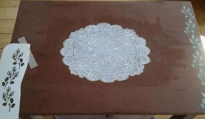 Декорируем старый стол, имитируя кружево-2019-10-22_211839-png.4596