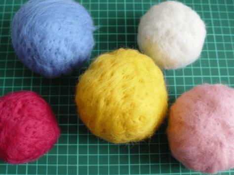 Как легко сделать интересные и простые шерстяные шарики на елку-6-png.1585