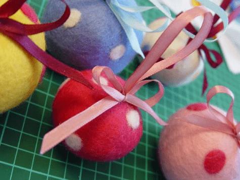 Как легко сделать интересные и простые шерстяные шарики на елку-8-png.1587