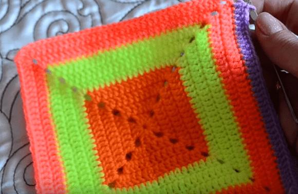 Вяжем яркую сумочку для девочки-дошкольницы-sum-12-png.15015